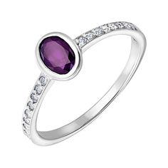 Серебряное кольцо с аметистом и фианитами 000133464 17 размера от Zlato