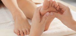 Акция на До 8 масажів стоп і шийно-комірцевої зони от Pokupon