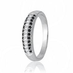 Акция на Кольцо из серебра с куб. циркониями, размер 19 (700615) от Allo UA